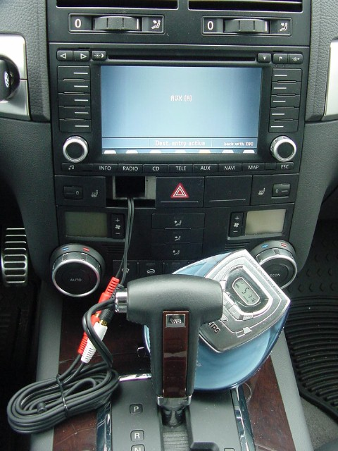 how to install the av aux adapter in your touareg 39 s. Black Bedroom Furniture Sets. Home Design Ideas